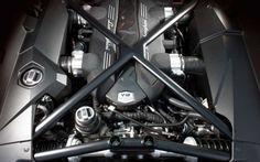 2017-Lamborghini-Urus-engine