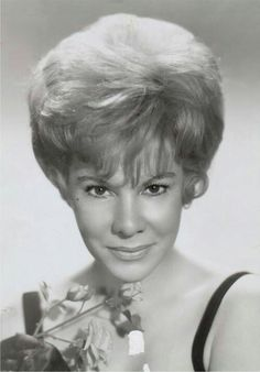 Joan Rivers- So that's what she looked like before the surgeon's knife!