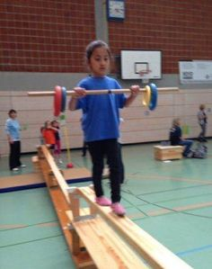 "Résultat de recherche d'images pour ""bewegungslandschaft kindergarten"" Physical Activities For Kids, Gross Motor Activities, Gross Motor Skills, Kindergarten Activities, Yoga For Kids, Exercise For Kids, Preschool Gymnastics, Mini Gym, Crossfit Kids"