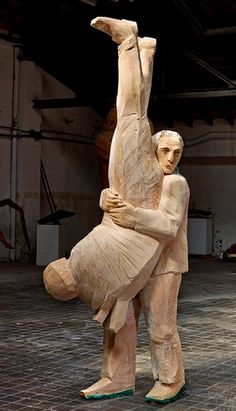 Francisco Leiro is a Spanish sculptor whose carved figures have great power and dynamism. Contemporary Sculpture, Contemporary Art, Plastic Art, Sculpture Clay, Wood Turning, Wood Art, New Art, Modern Art, Woodworking