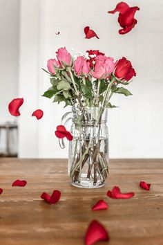 February is Valentine's Day! Our special selection of matching products will help you to capture your great love creatively. Mini Makeup, New Nail Polish, Makeup Services, Treat Yoself, Love Is In The Air, Nails At Home, Budgeting Tips, Free Makeup, Money Saving Tips