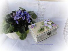 Esküvőre pénzátadó doboz szalaghímzéssel.