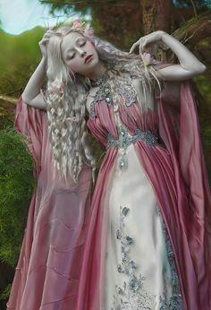 Model: / dress: / photo, stylist, MUA, editing: me kleider zeichnen Login Character Inspiration, Character Design, Story Inspiration, Fantasy Gowns, Fantasy Art, Photo Portrait, Fru Fru, Fantasy Photography, Fairy Dress