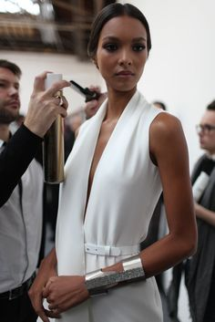 Lais Ribeiro backstage at Stephane Rolland Haute Couture, Spring 2013 Glamour Fashion, Mode Glamour, Couture Fashion, Runway Fashion, Womens Fashion, Casual Couture, Paris Fashion, Stephane Rolland, Fashion Details