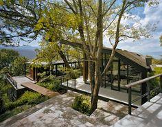 The house is located in Valle de Bravo, Estado de Mexico, Mexico.