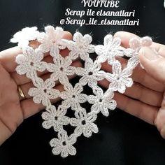 It looks like a motive, but it is a very beautiful . Crochet Stitches Free, Crochet Motifs, Crochet Flower Patterns, Crochet Diagram, Crochet Trim, Crochet Doilies, Crochet Flowers, Crochet Lace, Crochet Crafts