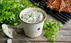 Yrtti-pippurikastike Feta, Dairy, Herbs, Cheese, Recipes, Food Recipes, Herb, Rezepte, Recipe