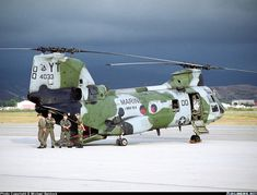 Boeing Vertol CH-46E Sea Knight (107-II) aircraft picture