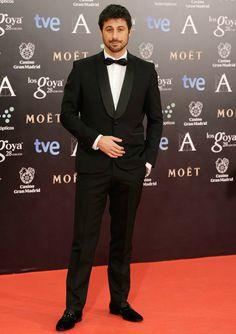 Hugo Silva tan guapo como siempre con un esmoquin de Paco Varela  en la nueva edición de los Premios Goya