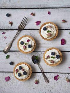 RECEPT | TARTALETKY S OVOCEM A CITRÓNOVÝM KRÉMEM | Na skok v kuchyni Pancakes, Sugar, Cookies, Breakfast, Sweet, Food, Mascarpone, Crack Crackers, Morning Coffee