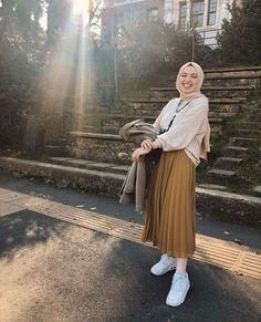 Hijab Skirt Combine Advice – Charming Woman – Best Of Likes Share Hijab Style Dress, Modest Fashion Hijab, Hijab Look, Modern Hijab Fashion, Street Hijab Fashion, Hijab Fashion Inspiration, Muslim Fashion, Look Fashion, Fashion Killa