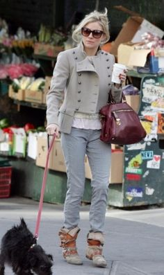 Who made Sienna Miller's cream sweater, red purse and boots that she wore while out in New York? Boots – Vivienne Westwood Pirate Boots Purse – Prada Saffiano & Tessuto Tote Sweater – Topshop Knitted Bobble Sweater in Cream Modern Fashion Outfits, Fashion Tv, Denim Fashion, Autumn Fashion, Fashion Design, Vivienne Westwood Boots, Sienna Miller Style, Pirate Halloween Costumes, Red Purses