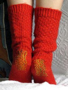 Darned Heels, Mervi Manninen of Värinä käsissä. Pattern for original socks here: http://milliini.blogspot.com/2009/02/fire-walk-with-me-patternish-for.html