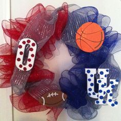 A house divided wreath for UK and Ohio State!! (Just add an H next to the O... and do the grey fabric a little different.)