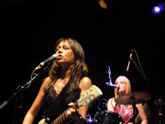 Susanna Hoffs and Debbi Peterson, The Bangles.