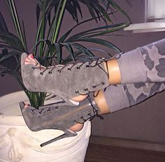 28 Brilliant High Heels To Look Cool Sock Shoes, Cute Shoes, Me Too Shoes, Shoe Boots, Shoes Heels, Shoe Bag, Shoes Sneakers, Bootie Sandals, Lace Up Sandals