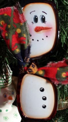 I saw these on a lot of different Pinterest boards and just had to make some. Just the thing to decorate a tree or maybe a gift for that snowman collector.