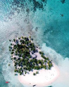 San Blas Islands, Guna Yala Islands, Panama Islands  Big Dog Island - Isla Perro Grande.  go2sanblas