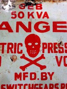 Yellow Skull Cross bones ENAMEL TYPE METAL TIN SIGN WALL PLAQUE