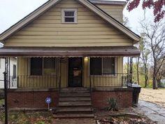 Un sans-abri achète une maison abandonnée à 1500$ et la rénove pendant 10 ans pour sa femme Storage Places, Abandoned Houses, Water Tank, This Man, House Rooms, Restoration, Home And Family, Outdoor Decor, Stuff To Buy