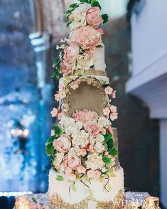 The gilded filigree details elevate this woodland-inspired to new heights! Cake by Fine Cakes by Zehra Elegant Wedding Cakes, Beautiful Wedding Cakes, Wedding Cake Designs, Wedding Cake Toppers, Beautiful Cakes, Pretty Cakes, Amazing Cakes, Renaissance Wedding, Cake Trends