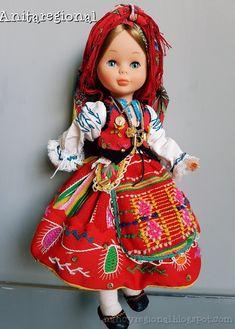 Blog sobre la muñeca nancy de famosa vestida con traje regional Nancy Doll, Barbie And Ken, 18 Inch Doll, Holiday Outfits, Vintage Dolls, Miss Piggy, Baby Dolls, Doll Clothes, Costumes