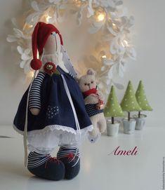 Купить Зимняя зайка Ameli с медвежонком - текстильная игрушка 38 см - тёмно-синий
