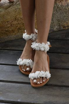 Discover recipes, home ideas, style inspiration and other ideas to try. Sandals Outfit, Cute Sandals, Cute Shoes, Me Too Shoes, Shoes Sandals, Heels, Boho Wedding Shoes, Wedding Cowgirl Boots, Leather Sandals Flat