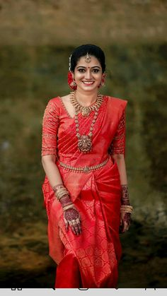 Kerala Hindu Bride, Bridal Sarees South Indian, South Indian Wedding Saree, Bridal Silk Saree, Indian Bridal Outfits, Indian Bridal Fashion, Saree Wedding, Marathi Wedding, Silk Sarees
