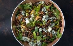 Green salad with dried figs and blue cheese by Greek chef Akis Petretzikis. Say goodbye to boring salads! This salad is so delicious, you just can't get enough! Raw Food Recipes, Salad Recipes, Fig Salad, Green Fig, New Years Eve Dinner, Dried Figs, Blue Cheese, Tasty Dishes