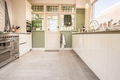 Belgisch Hardsteen Raamzaag Keramiek   #keuken #kitchen #woonkamer #living #natuursteen #naturalstone #vloer #floor #flooring #tiles #tegels #fossiel #fossil #interieur #interior #interieurdesign #interiordesign #keramiek #ceramics