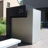Design Brievenbus | maatwerk en orginele brievenbussen | Ambrosia Design Modern Mailbox, Front Garden Landscape, Compound Wall, Box Houses, Garden Seating, Modern Exterior, House Numbers, Home Signs, Modern House Design