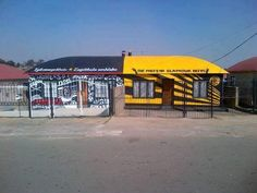 That Soweto derby rivalry 🤕 Pirates Vs Chiefs Pirates, South Africa, Derby, History, Outdoor Decor, Home Decor, Historia, Decoration Home, Room Decor