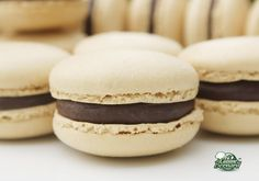 La Cuisine de Bernard: Les Macarons (base sans garniture) - basic macarons recipe with helpful pictures of the batter at each stage. Beignets, Macarons, Caramel Mou, Real Food Recipes, Dessert Recipes, Vegetarian Sweets, Sweets Cake, Cooking Chef, Wonderful Recipe
