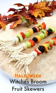 Witches Broom Fruit Skewers For Halloween - Emma Owl Healthy Halloween Snacks, Halloween Food For Party, Healthy Snacks For Kids, Cute Halloween, Halloween Crafts, Halloween Ideas, Ghost Crafts, Fruit Skewers, Witch Broom