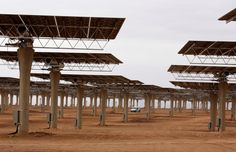 MOROCCO: Workers build a thermosolar power plant at Noor III near the city of Ouarzazate.  (REUTERS - Youssef Boudlal)