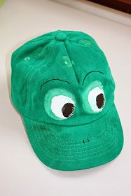 Cute DIY frog caps. Every student has its own cap to where when we are in nature.  KLASSENKUNST