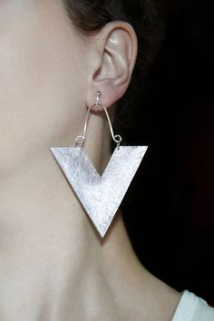 New in our shop! Pair of earrings Chunky jewelry Silver statement Large dangles Triangle earring Geometric jewelry Handmade earrings Matallic color dangles https://www.etsy.com/listing/547979508/pair-of-earrings-chunky-jewelry-silver?utm_campaign=crowdfire&utm_content=crowdfire&utm_medium=social&utm_source=pinterest