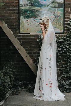 Wedding Dress Mermaid Lace, Dream Wedding Dresses, Floral Wedding Gown, Quirky Wedding Dress, Bohemian Wedding Dresses, Colored Wedding Dresses, Wedding Veil, Boho Wedding, Wedding Day
