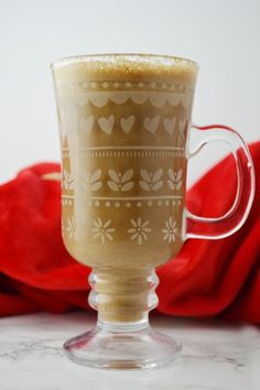 Banana milk coffee is the new Autumn obsession. Warm banana milk, cinnamon and hot coffee mixed together it couldn't easier or more delicious Coffee Mix, Hot Coffee, Coffee Drinks, Coffee Corner, Cinnamon Coffee, Creative Coffee, Banana Milk, I Love Chocolate, Yummy Drinks