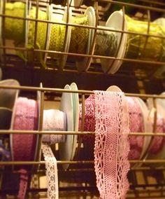 Moline-Mercerie-dentelles-de-couleurs