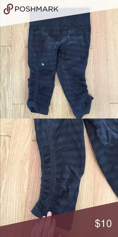 LuLuLemon workout pants size small These are great because they have the super stretch so it feels like they hold everything in! And it feels great around the knees for support. lululemon athletica Pants Track Pants & Joggers
