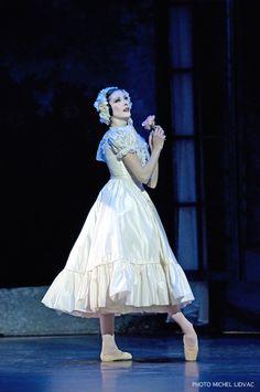 Isabelle Ciaravola in Le Spectre de la Rose. Photo (c) Michel Lidvac.