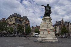 Jacob Van Artevelde sculpture in Vrijdagmarkt, Ghent