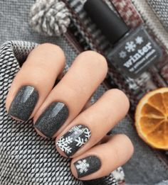 12 Holiday Nail Designs That Are Festive AF – 12 Festliche Nageldesigns AF Holiday Nail Designs, Winter Nail Designs, Winter Nail Art, Nail Art Designs, Nails Design, Autumn Nails, Nail Ideas For Winter, Winter Nails Colors 2019, Dark Nail Designs