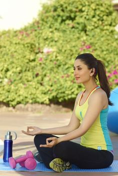 5 Bollywood stars who love yoga Kareena Kapoor Khan, Kareena Kapoor Bikini, Sraddha Kapoor, Bollywood Outfits, Bollywood Fashion, Bollywood Heroine, Bollywood Actress, Indian Bollywood, Bollywood Stars