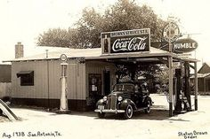 Brown's Humble Gas Station, San Antonio, Texas 1938 photo by Mel Brown Old Gas Pumps, Vintage Gas Pumps, Vintage Auto, Vintage Signs, Vintage Stores, Vintage Trucks, Retro Vintage, Coca Cola, Route 66