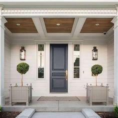 Gray Front Door - Design photos, ideas and inspiration. Amazing gallery of interior design and decorating ideas of Gray Front Door in home exteriors, decks/patios, entrances/foyers, porches by elite interior designers. Design Exterior, Exterior Paint, Interior And Exterior, Interior Door, Cafe Exterior, Colonial Exterior, Bungalow Exterior, Cottage Exterior, Exterior Siding