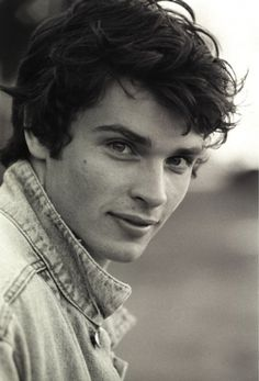 My favorite superman: Tom welling Smallville! Tom Welling Smallville, Toms, Clark Kent, Attractive People, Male Face, Famous Faces, To My Future Husband, Cute Guys, Pretty Boys