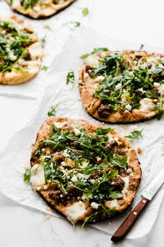 Crazy delicious + easy enough to make for a game-day party or tailgate! Made with naan, caramelized onions, feta + mozzarella, ground lamb, arugula & honey. Easy Lamb Recipes, Pizza Recipes, Grilling Recipes, Dinner Recipes, Healthy Recipes, Veggie Recipes, Lunch Recipes, Cooking Recipes, Feta